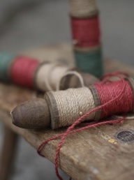 Saju Vintage Spool - Red/Green/Natural